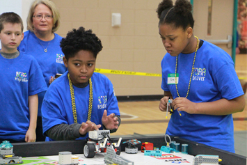 Students show off robots during RoboGASTON event